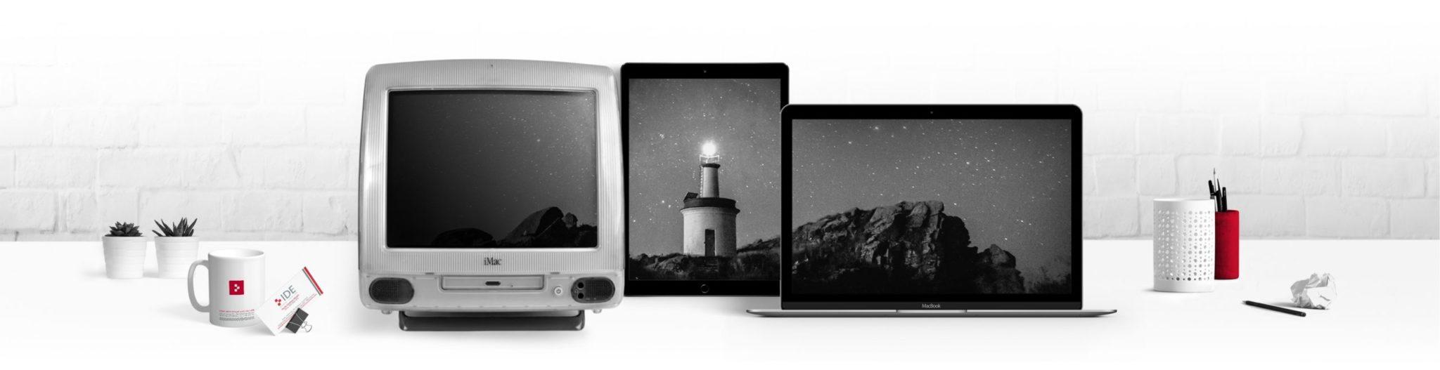 imagen de cielo estrellado con un faro gallego en tres pantallas con el logo de IDE